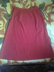 Красная юбка 48 разм.,  без разрезов.